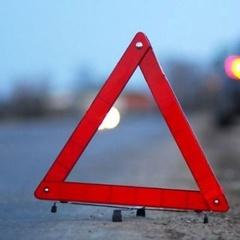 Шокуюче ДТП під Києвом: легковик врізався в евакуатор