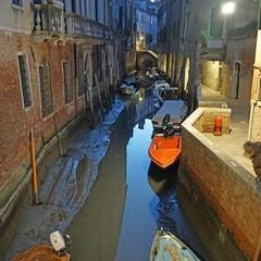Аномальний відлив залишив Венецію без води (фото)