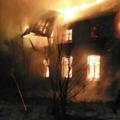 В Києві згоріла двоповерхова будівля