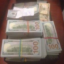 «Прізвище судді - Мельник» - Гройсман обурився рішенням суду повернути контрабандні кошти жінці, яку затримали в аеропорту «Київ»