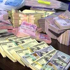 Звідки у податківця Ілляшенка 11 квартир і інші багатства?