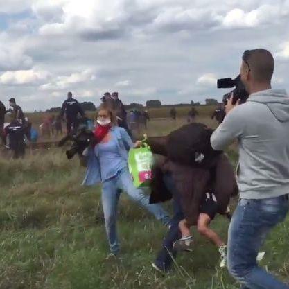 Угорський суд засудив репортерку телеканалу, яка поставила підніжку мігранту