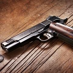Порошенко отримав у подарунок від Авакова вишуканий пістолет
