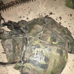На Донбасі у «сірій зоні» знайшли обгорілий ранець російського військового (фото)