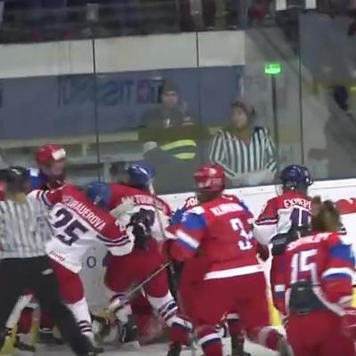 Зустріч збірних Росії та Чехії закінчилася масовою бійкою (відео)