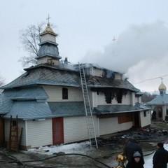 На Львівщині згоріло два куполи дерев
