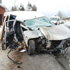 На Прикарпатті сталося лобове зіткнення пасажирського автобуса і автомобіля (фото)