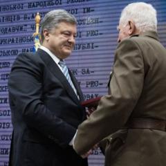 «Технічна помилка»: Адміністрація президента відібрала орден у письменника-антисеміта