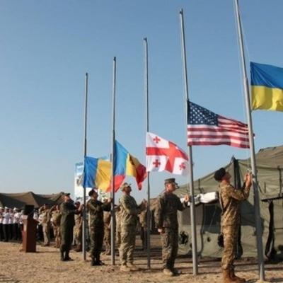 Порошенко схвалив допуск в Україну іноземних військ