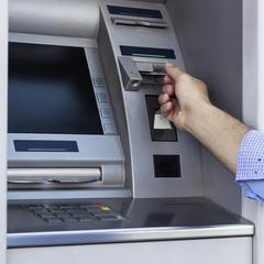 Будьте уважні!: шахраї придумали новий спосіб крадіжки із банківських карт