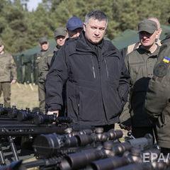 Аваков не виключив надання цивільним особам права володіння короткоствольною зброєю