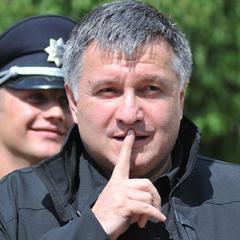 Аваков зізнався, кому роздавав нагородну зброю. Прізвищ не назвав