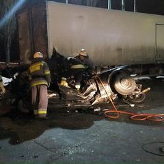 ДТП у Києві: BMW зіткнувся з вантажівкою, троє загиблих (фото)