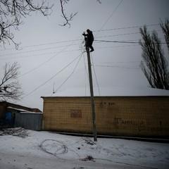 Бойовики обстріляли електриків, які ремонтували ЛЕП біля Авдіївки