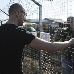 Бурбак вступився за «стіну» Яценюка