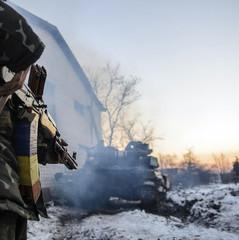 Українські військові зайняли нові позиції біля стратегічної траси, що веде до Ясинуватої (відео)
