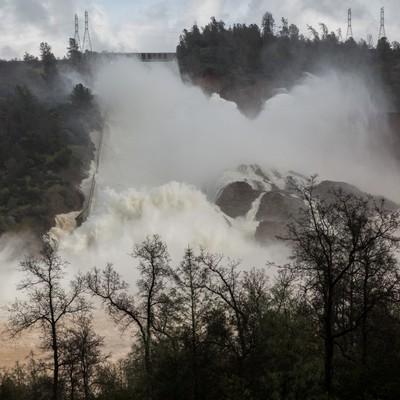 В Каліфорнії оголосили термінову евакуацію через загрозу прориву найбільшої в США греблі (фото, відео)
