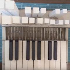 Білорус змусив звучати зібраний з картону музичний інструмент (відео)