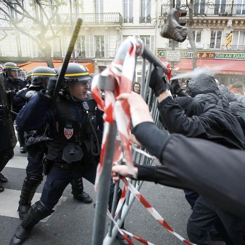 У Парижі продовжуються протести (Фото)