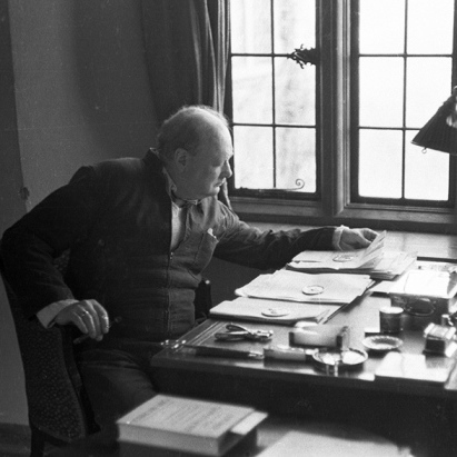 Вчені знайшли есе Черчилля про можливість існування життя на інших планетах