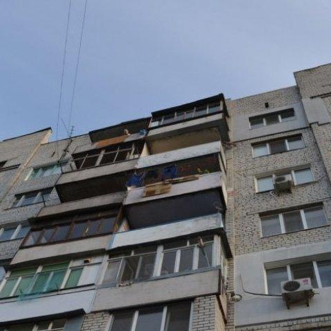 Вранці у львівській багатоповерхівці виявлено коробку з тілом новонародженої дитини