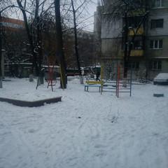 У Києві на дитячому майданчику знайшли тіло мертвого чоловіка