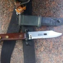 В центрі Києва правоохоронці при перевірці громадян виявили два ножі (фото)
