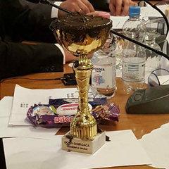 Мера Кишинева назвали «бруднулею року» та вручили кубок із брудом
