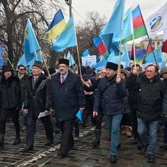 В Києві проходить марш солідарності із жителями окупованого Криму: фото