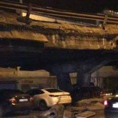 У Києві обвалився міст на Шулявському шляхопроводі (фото)