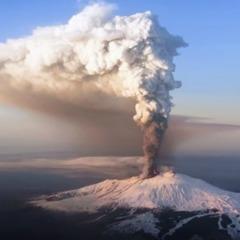 «Найбільший вулкан Європи»: на Сицилії прокинувся вулкан Етна (відео)