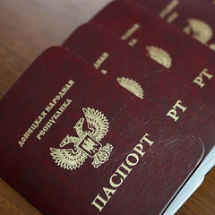 Ще два російських банки визнали фейкові паспорти ОРДЛО