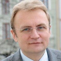 «Місто пробують задушити в смітті»,- повідомляє мер Львова