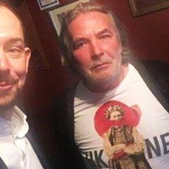 Відомий поет з Росії ходить на батьківщині в проукраїнській футболці