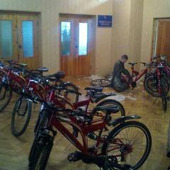 Святослав Вакарчук подарував курсантам військового училища велосипеди (фото)