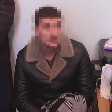 У Києві двоє чоловіків ґвалтували та грабували жінок, з якими знайомилися в інтернеті (відео)