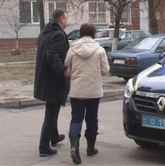 У Києві жінка через вікно позбулась свого важкохворого чоловіка (відео)