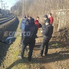 У Києві підлітка загадковим чином збив потяг (фото)