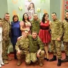 Лагідна українізація: Військові єднають жителів Донбасу українською піснею