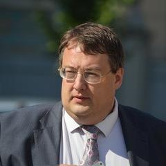 Вбивство Вороненкова: перед смертю екс-депутат Держдуми надіслав смс Антону Геращенко