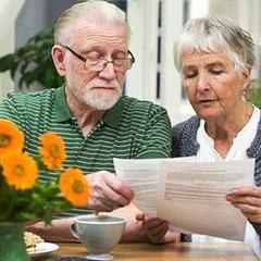 З 1 жовтня скасують податки для пенсіонерів, які працюють, та підвищать пенсії