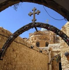 У Єрусалимі тисячі людей сьогодні пройдуть Шляхом Скорботи з молитвою за Україну (відео)
