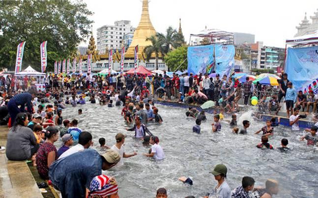 У М'янмі під час фестивалю загинуло 285 людей, більше тисячі отримали поранення