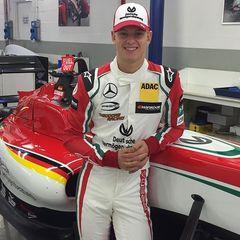 18-річний син Міхаеля Шумахера дебютував в гонці «Формула-3»