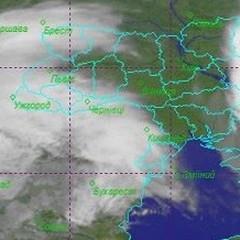 Аномальна погода: Україну затиснуло між двома циклонами (супутникові знімки)