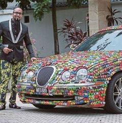 Малайзійський бізнесмен приклеїв на свій Jaguar колекцію іграшкових машинок (відео)