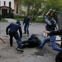 Три роки тому в Донецьку озброєні люди розігнали останню українську демонстрацію (відео)