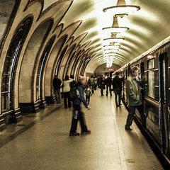 Правоохоронці під час проведення антитерористичних навчань повибивали вікна у метро (відео)