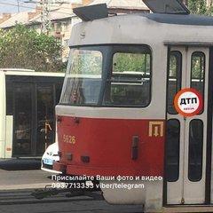 У Києві жінку похилого віку на смерть переїхав трамвай (фото)