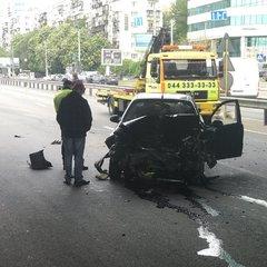 У Києві сталася масова ДТП, розтрощені авто перегородили проспект Перемоги (фото)
